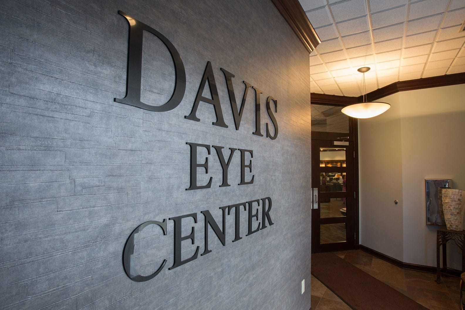 davis eye center sign